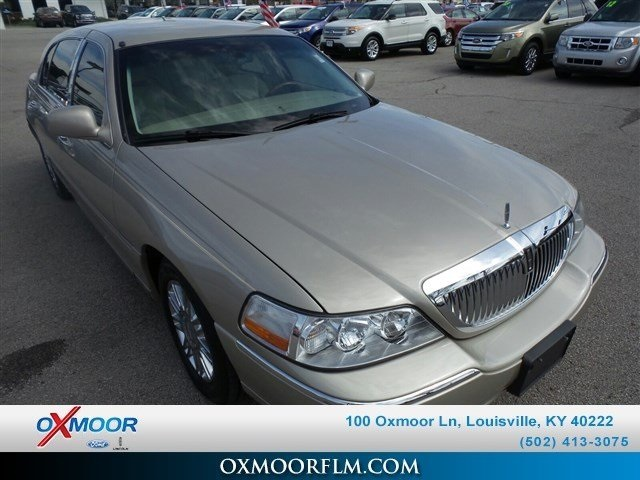 Pre-Owned 2008 Lincoln Town Car Signature