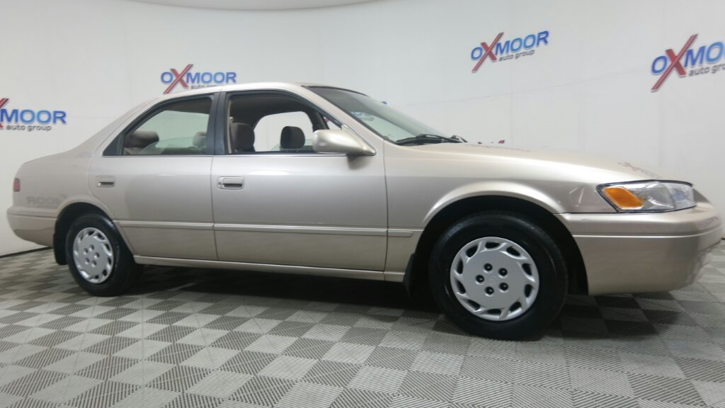 Pre-Owned 1998 Toyota Camry LE